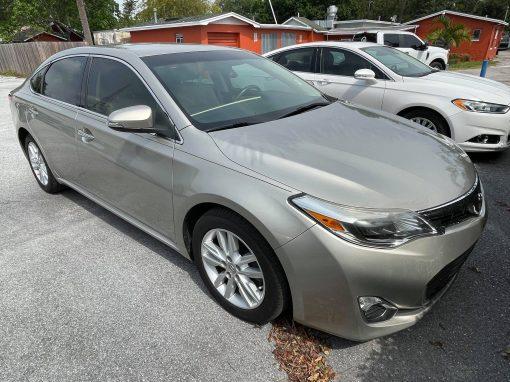 #24 2013 Toyota Avalon XLE
